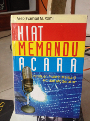 Buku Panduan MC & Moderator: Kiat Memandu Acara