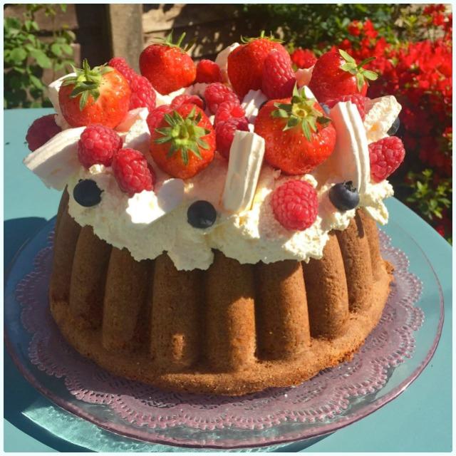 Eton Mess Bundt Cake