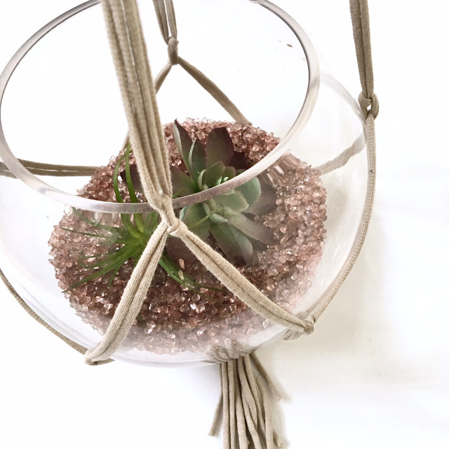 Easy-DIY-macrame-plant-hanger-harlow-and-thistle-10