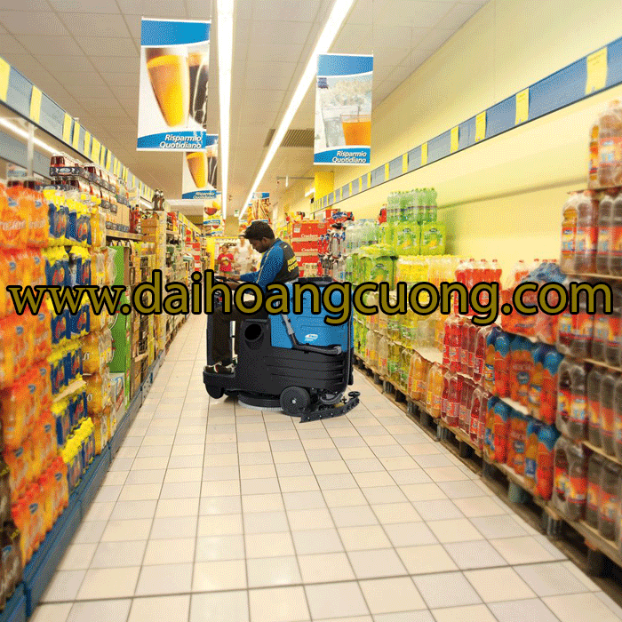 máy chà sàn ngồi lái sử dụng trong siêu thị