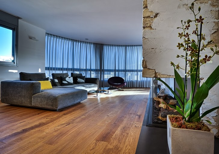 Living room in the Penthouse Apartment in Ramat HaSharon, Israel