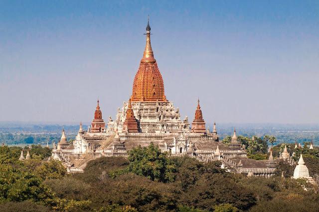 Đặc điểm nổi bật nhất của ngôi đền là ngọn tháp chính được mạ vàng giúp sự phản chiếu ánh sáng có thể được nhìn thấy từ cách đó rất xa, giữa vùng đồng bằng của Bagan. Đặc biệt, vào buổi tối những ánh đèn được thắp lên tạo nên một bầu không gian huyền bí bao quanh ngôi đền.