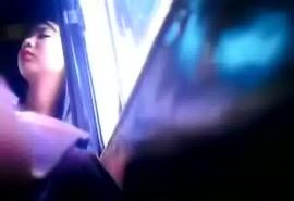 หนุ่มใหญ่หื่นแอบถ่ายกกน.นักเรียนมัธยมบนรถเมล์ นอนหลับเลยโดนเต็มๆ คลิปไทยเด็ดๆ