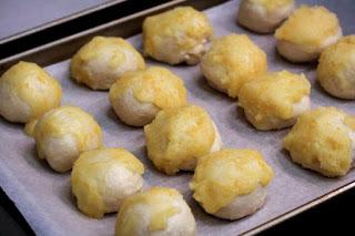 orange-rolls-on-baking-sheet