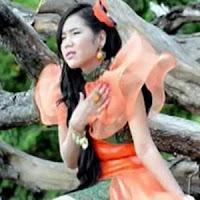 Lirik dan Terjemahan Lagu Rayola - Bungo Kasiah