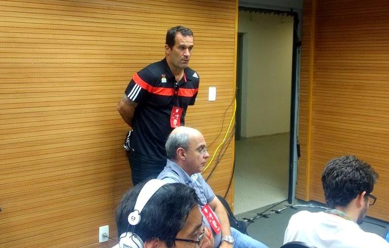 38d642fade Dois dias após as seis demissões no departamento de futebol do Flamengo -  incluindo o técnico Carpegiani e o diretor Rodrigo Caetano -