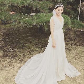 Mika con su primer vestido