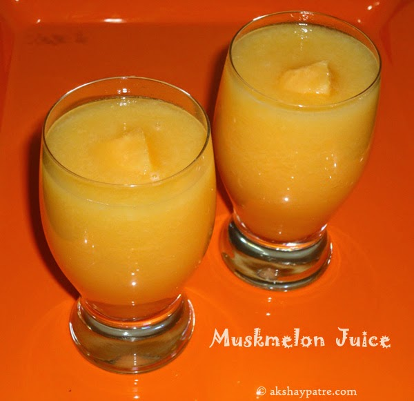 muskmelon juice in serving glasses