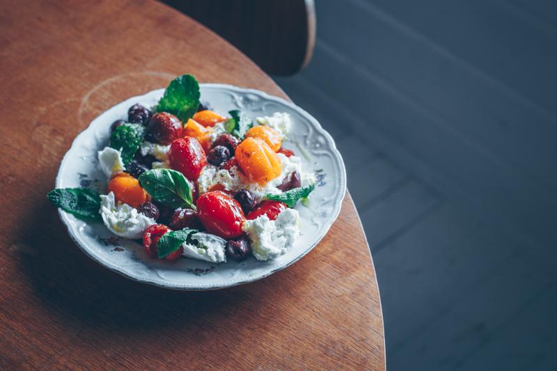 Murskattu tomaatti-mozzarellasalaatti