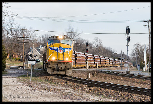 UP 4507 leads a pipe train on the Jefferson City Subdivision
