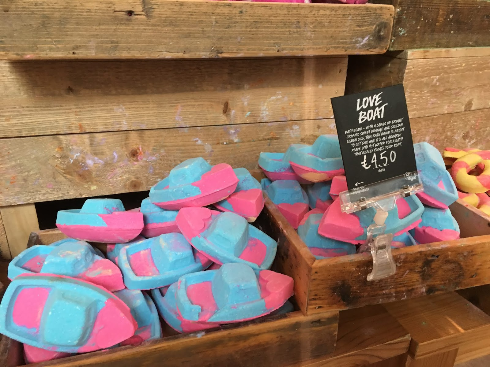lush-love-boat-bath-bomb