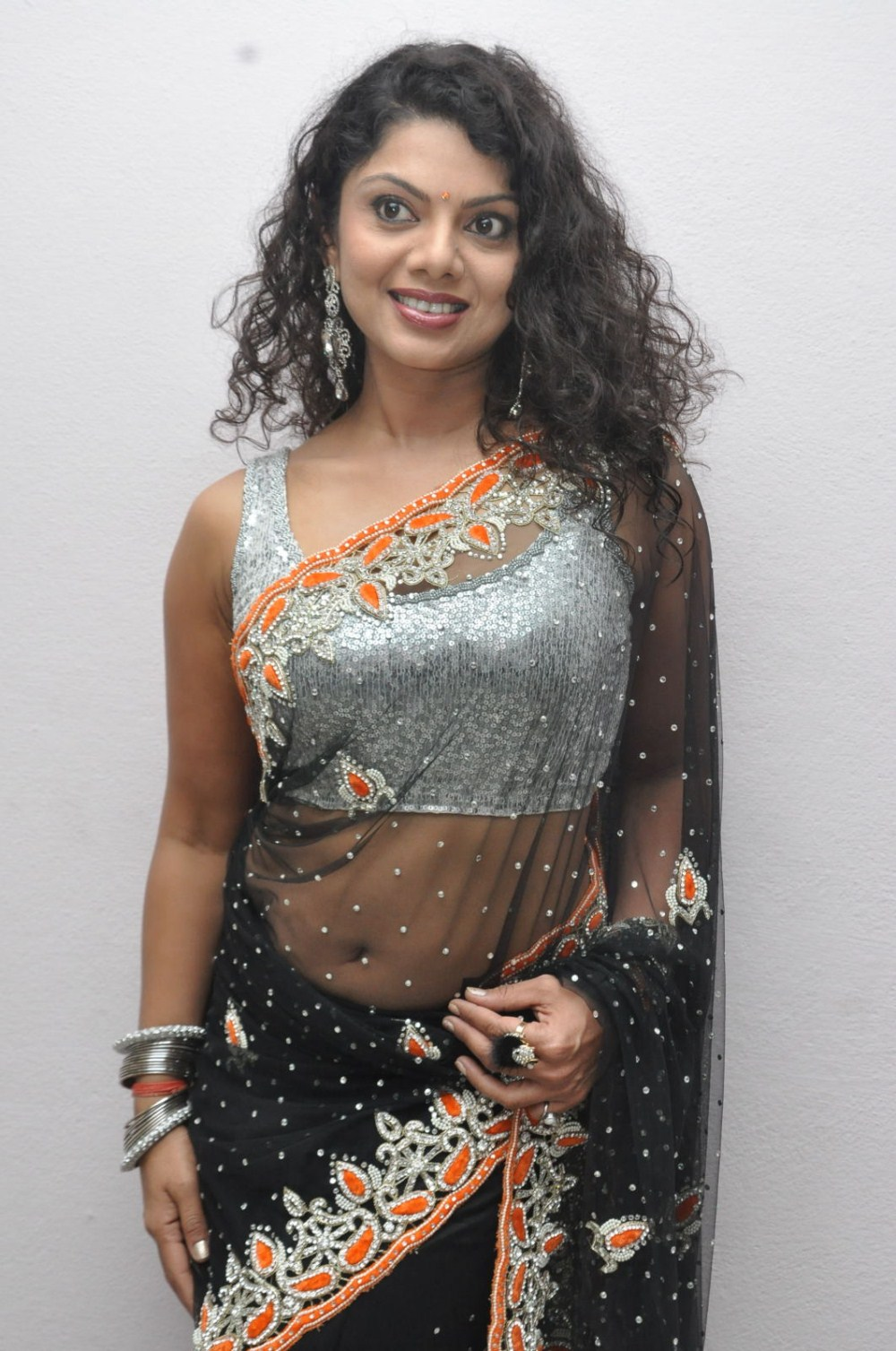 Decorative & foxy looking Swathi varma hot saree pictures at deal audio function latest pics