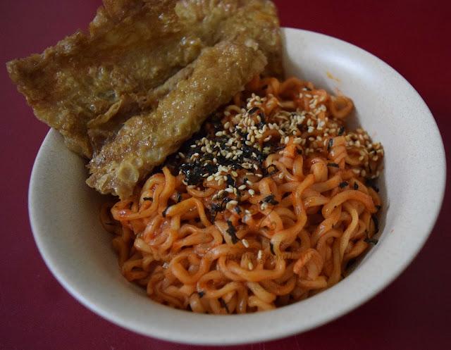 ramen samyang hot chicken flavor , fatiha zainal