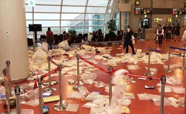 Basura de turistas chinos en el aeropuerto de Jeju