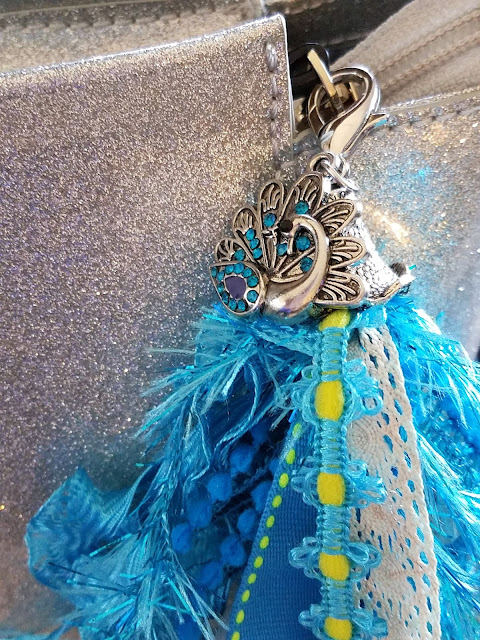 How to make a fun tassel for your tote or planner