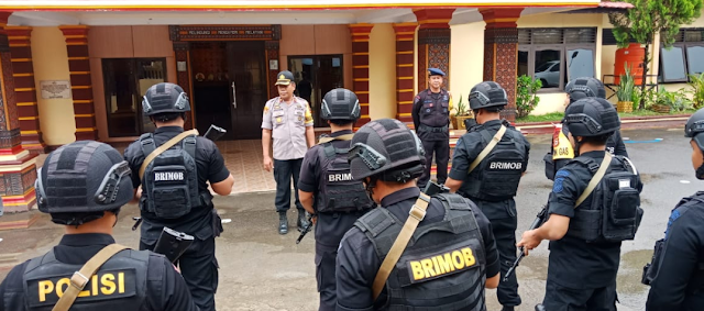 BKO Brimob Yon B Parepare Kawal Ketat TPS yang PSU di Mengkendek dan Rantebua