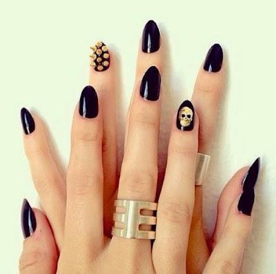 Diseño de uñas estilo dark punk