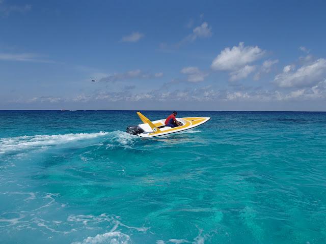 mini speedboat