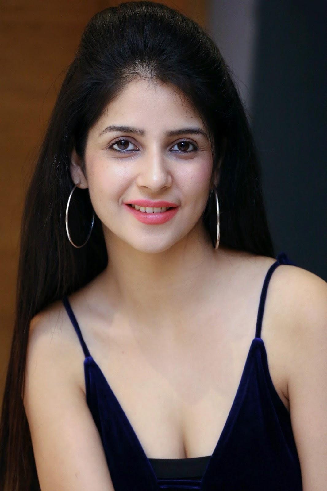 Beauty Galore Hd  New Actress Kashish Vohra Hot In Black -2003