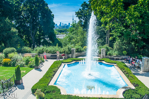 Jardin de la casa Loma. Un castillo en Toronto