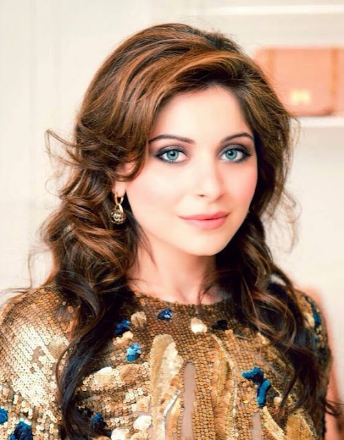 Singer Kanika kapoor songs,age,biography,children,Wiki,Instagram,Husband,Singer,Marriage,date of birth,Family,bikini