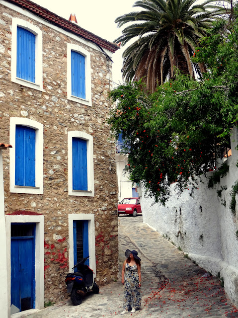 Dutched Pinay in Skopelos Old Town