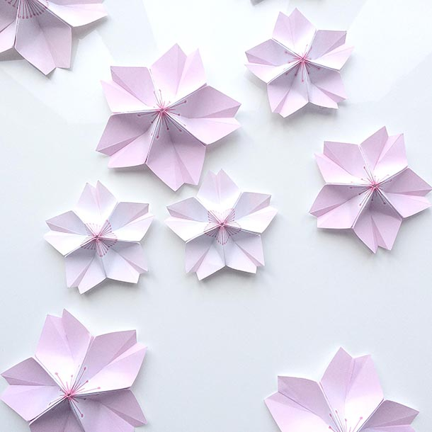 These Are Modular Origami You Need To Fold Each Petal Individually And Then Assemble Them Once Get The Hang Of It May Experiment With Dent