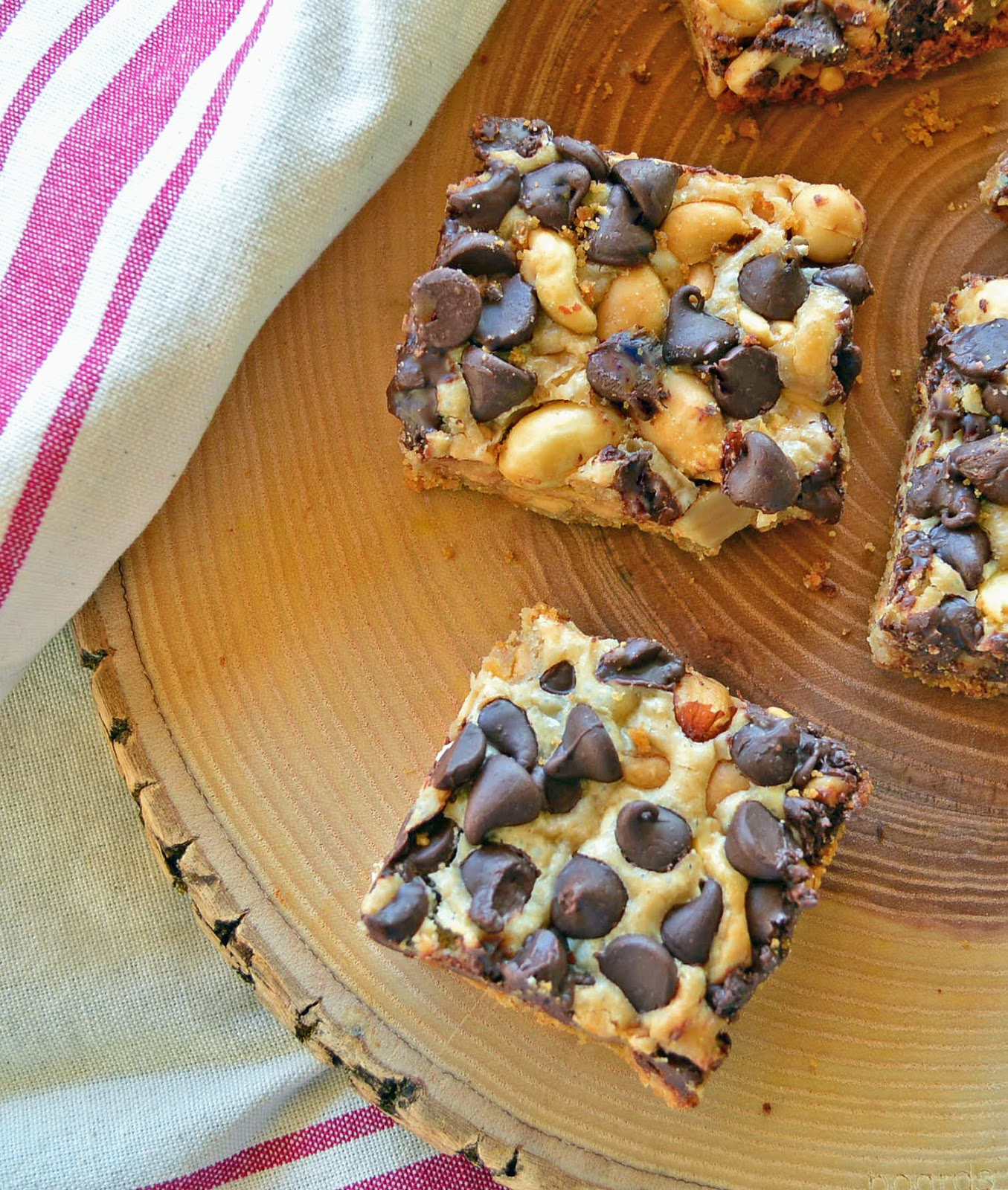 chocolate chips, cookie bars, peanuts, easy chocolate peanut bars