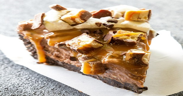 Hot Mess Nutella Snickers Pie Recipe