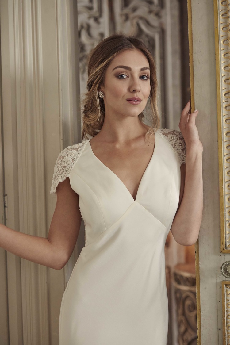Would Be Great News For Any Mature Brides, Consider These Preowned Wedding  Dresses Right For Second Time Wedding Party Reception, Simple Classic Lines  In ...