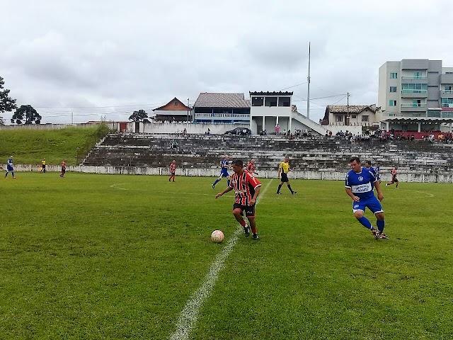 Liga de Colombo com quatro jogos no fim de semana