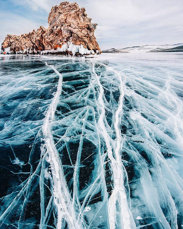 Fotógrafa paso 3 días caminando sobre el congelado Baikal, el lago más profundo y más antiguo de la Tierra