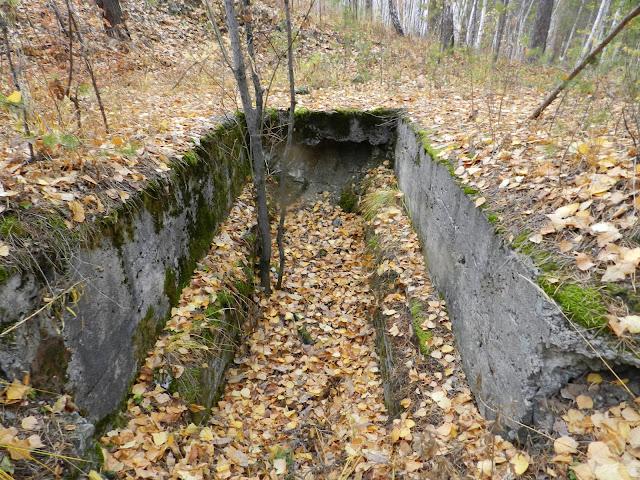 Бетонный коридор в конце рва
