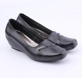 sepatu pantofel wanita kulit,sepatu kerja wanita kulit murah,grosir sepatu kerja wanita,gambar sepatu gruu wanita,sepatu pantofel wanita hak 5cm