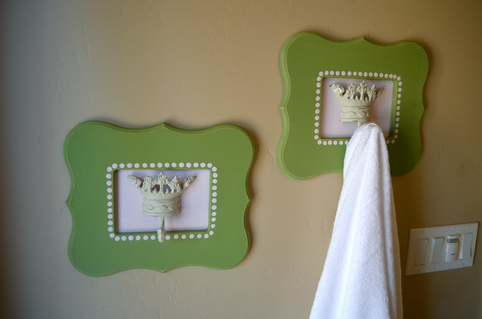 Poppy Seed Projects: Darling Bathroom Decor using Shaped ...