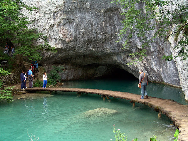 جولة سياحية أجمل البلاد مستوى العالم كرواتيا بليتفيتش UNESCO-World-Heritage-Site-Plitvice-Lakes-National-Park.jpg