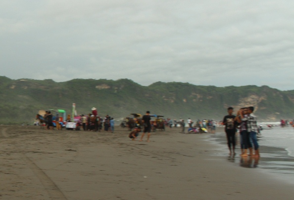 suasana liburan di pantai