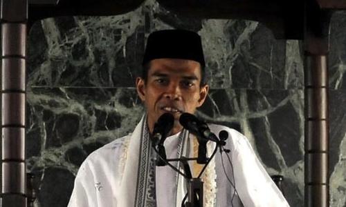 Jamaah Ustaz Abdul Somad Membeludak Hingga ke Trotoar