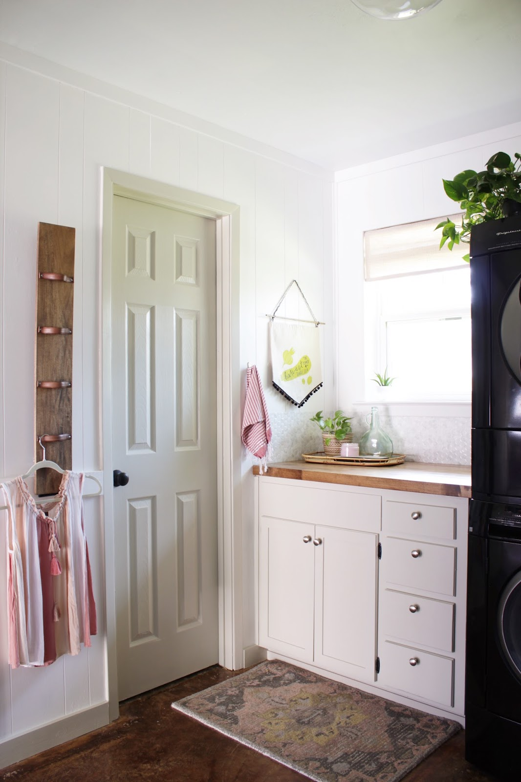 DIY laundry room hanging rack | House Homemade