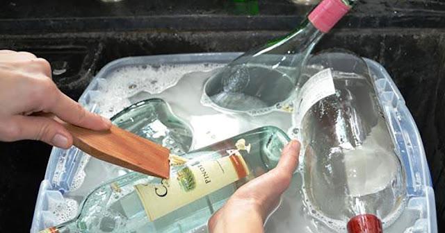 Αντί να πετάξει τα άδεια μπουκάλια της τα μετατρέπει σε κάτι που όλοι μας θα θέλαμε!