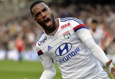 Alexandre Lacazette cống hiến hết sức cho Lyon