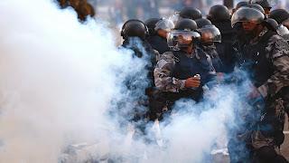 Resultado de imagem para gás lacrimogêneo