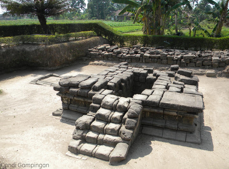 Candi Gampingan ditemukan oleh pengrajin batu bata di Dusun Gampingan