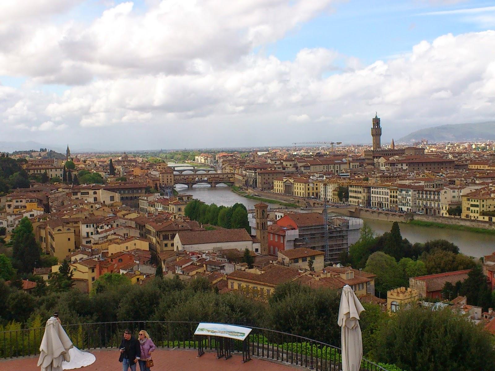 Vista de Florença - Itália. Ponte Vecchio e Rio Arno