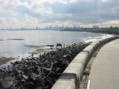 Vistas de Melbourne desde el paseo marítimo