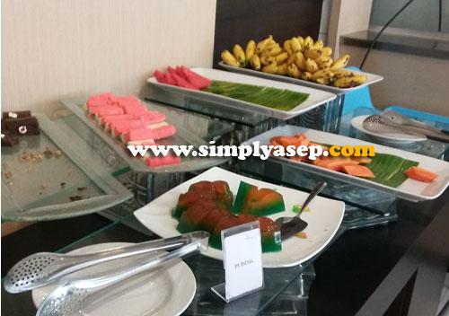 PASTRY :  Silahkan diicip aneka pastry atau kue kue ini. Ada semangka dan pepaya juga. Foto Asep Haryono