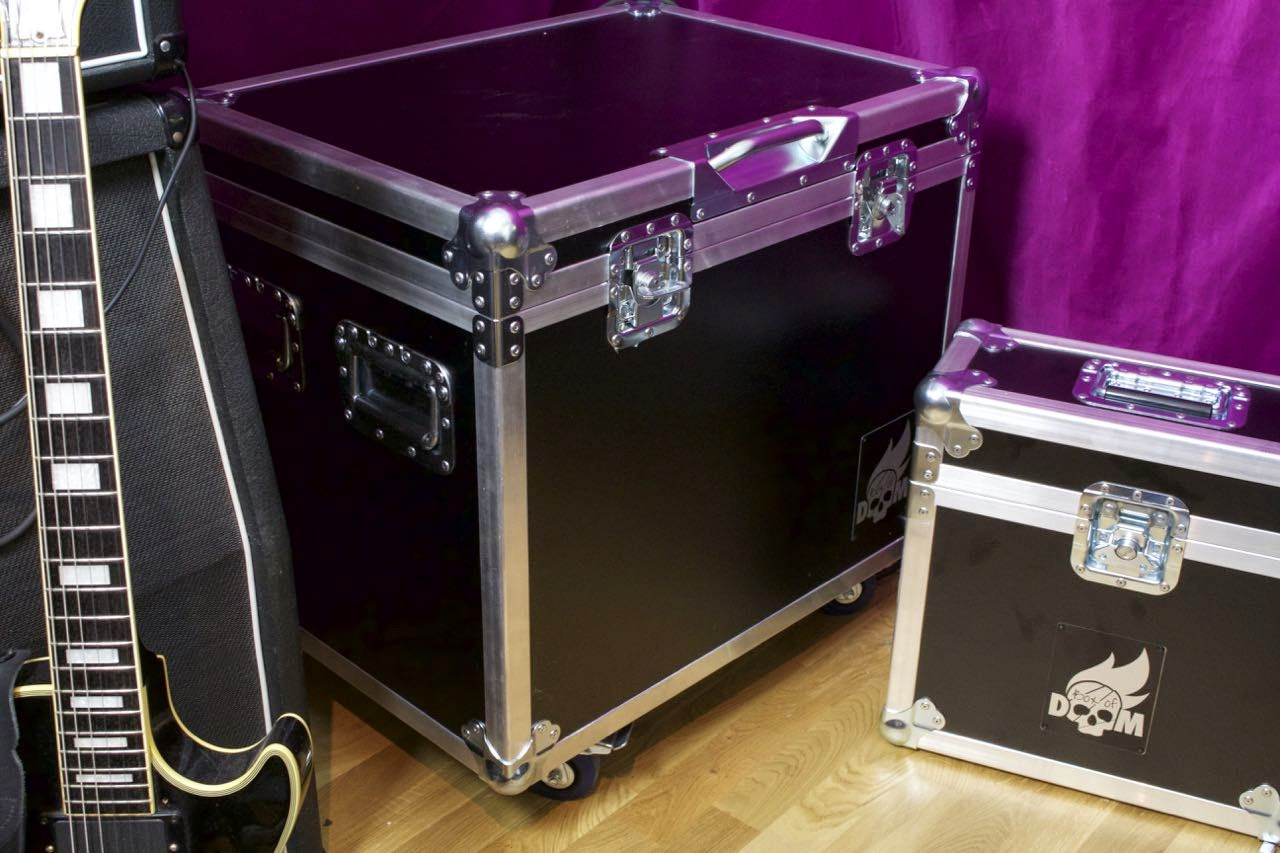 the guitar zombie box of doom isolation cab review. Black Bedroom Furniture Sets. Home Design Ideas