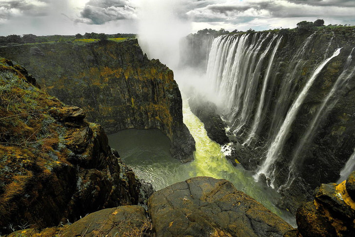 The 10 Most Amazing Watery Wonders Around The World - Victoria Falls (Zimbabwe/Zambia)