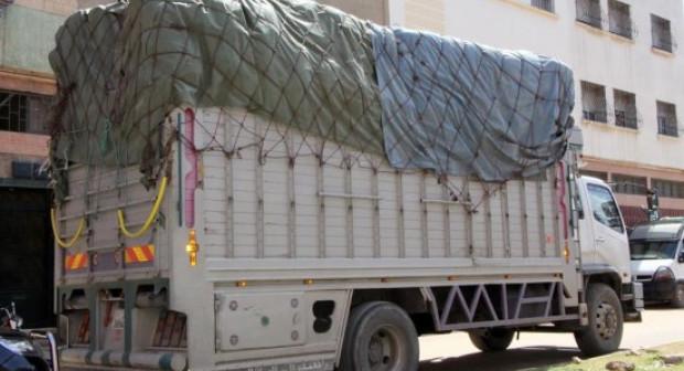 التفاصيل الكاملة لعملية توقيف شاحنة من طرف عناصر الشرطة بأكادير، و على متنها مخدرات و هواتف نقالة.