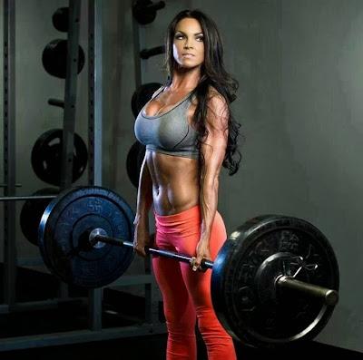 Γυναίκα άσκηση με βάρη
